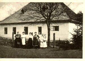 836,pohlednice -škola,kostel,náves (2)obrazek galerie - 50 z 52