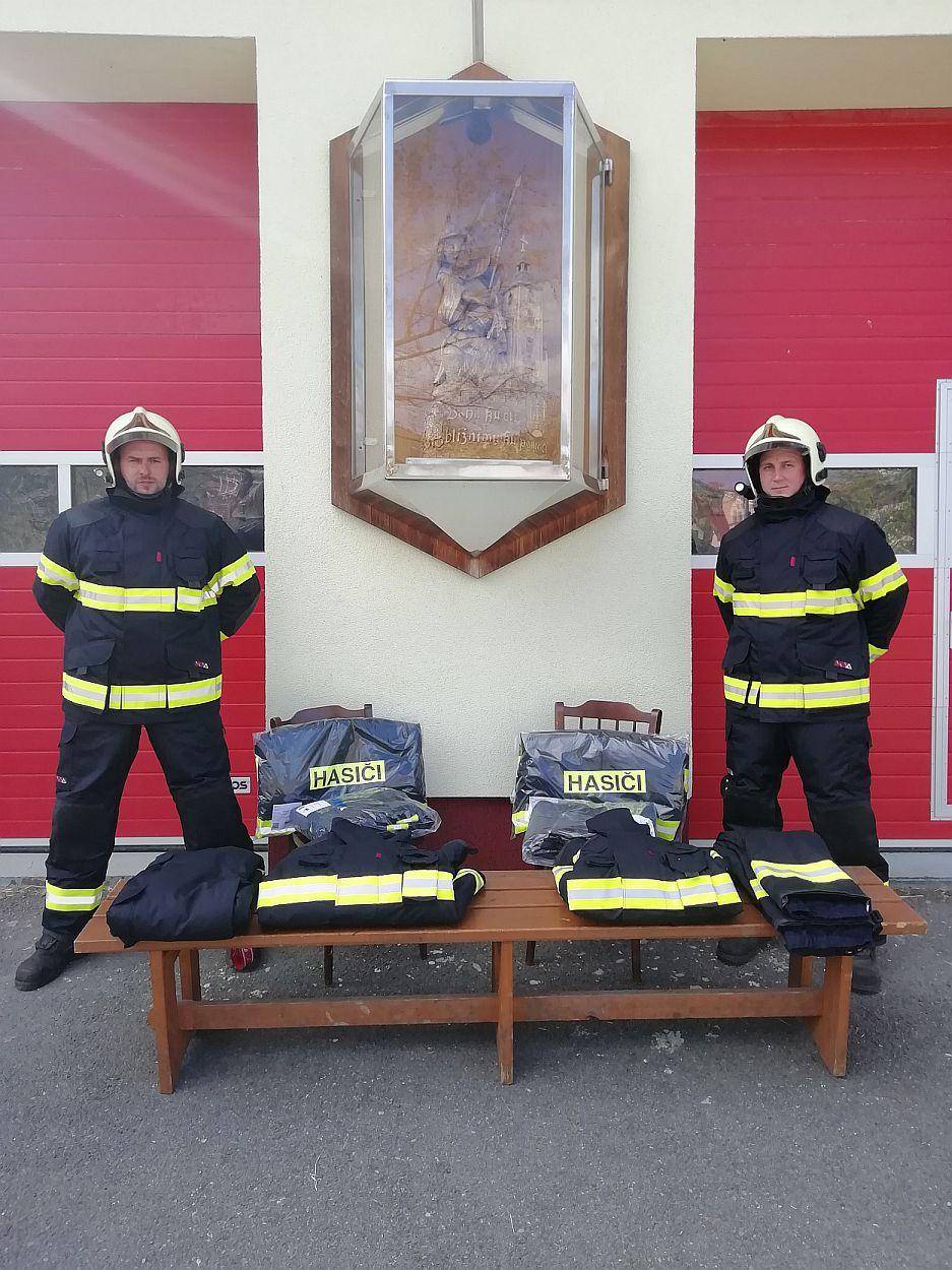 Nové zásahové obleky pro jednotku Francova Lhota